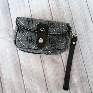 Dooney & Bourke Bags - Dooney & Bourke  wristlet
